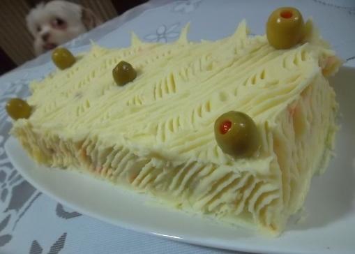 de bolo salgado de pão de forma de atum com pure batata
