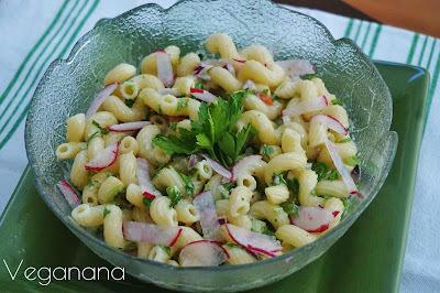 Salada de Macarrão com Rabanetes
