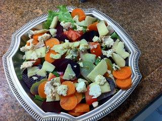 Salada de folhas com legumes cozidos