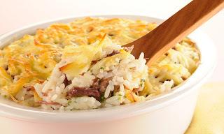 Arroz com carne-seca e queijo coalho