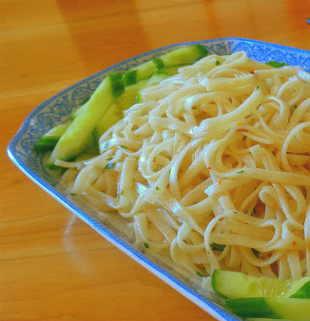 Frugal Foodie Friday - Garlic Noodles aka P.F. Chang.