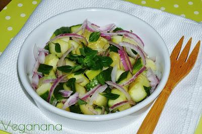 Salada de Pepino com Manjericão
