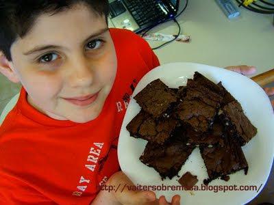 como fazer bolo gelado para festa com cobertura de chocolate embrulhado no papel aluminio