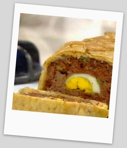 Pan de carne relleno, con masa crocante
