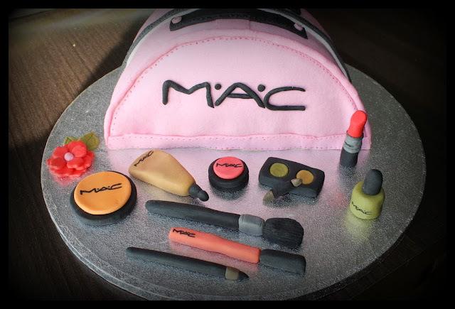 Tarta bolsa de aseo/ Makeup bag cake