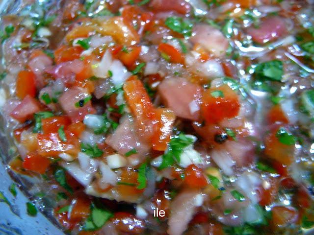 Salsa criolla con pimientos o morrones asados