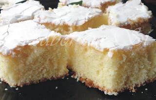 bolo de limão com cobertura de açucar de confeiteiro