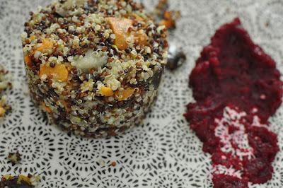 Tártaro de quinoa con verduras y crema de betarraga