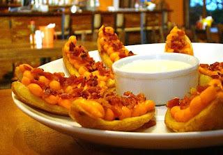 Petisco com batata, cheddar e bacon muito fácil de fazer
