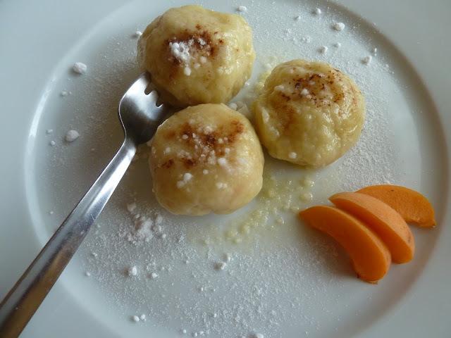 Tvarohové meruňkové knedlíky