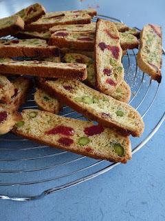 Biscotti aux fraises séchées et aux pistaches