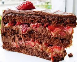 bolo de chocolate com recheio trufado de morango