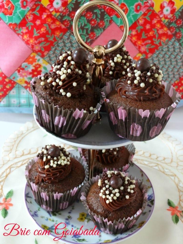 Cupcakes de Chocolate e Canela para uma Aniversariante