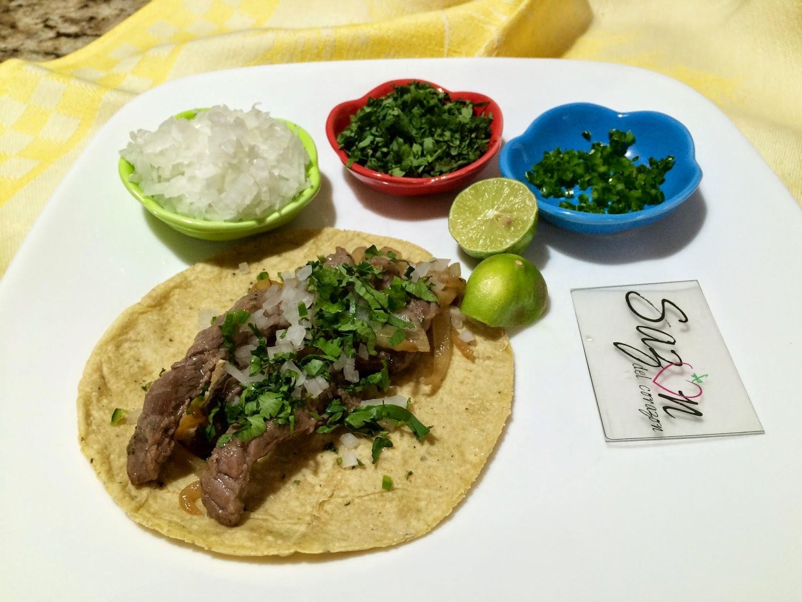 Tacos de arrachera encebollada