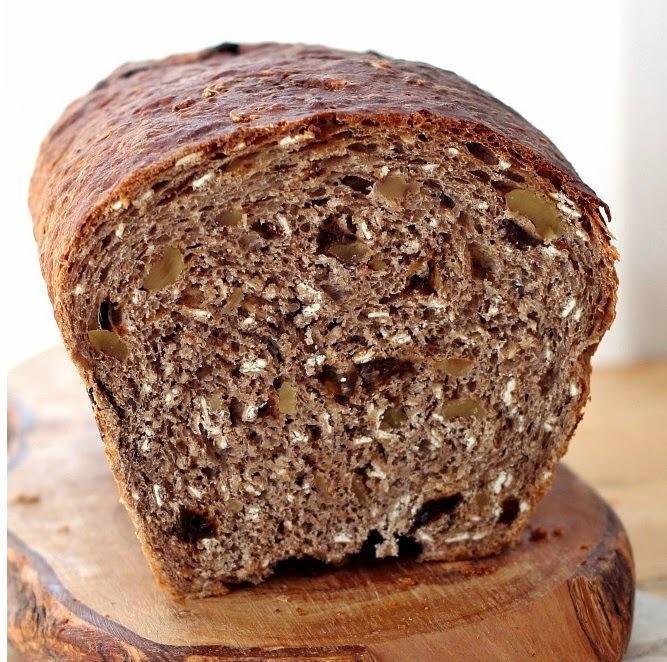 Pão Marrom com Castanhas e Passas