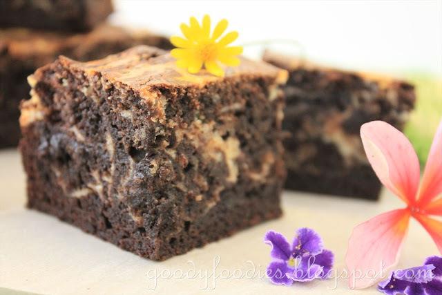 Recipe: Cream Cheese Marbled Chocolate Brownies (Martha Stewart)