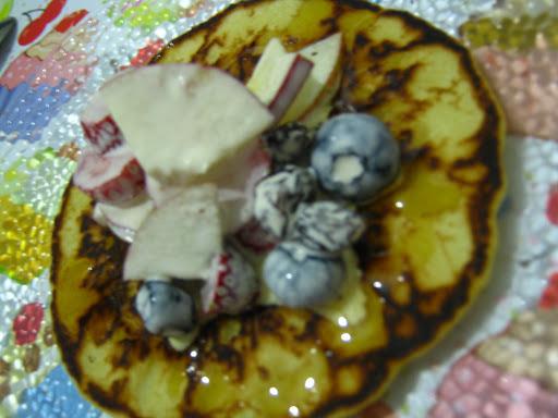 Panquequinhas fofas com creme e frutas
