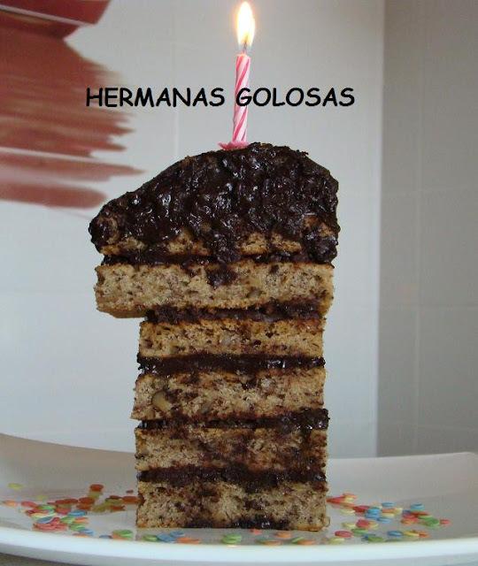 PASTEL DE PLATANO Y NUECES CON GANACHE DE CHOCOLATE. PRIMER CUMPLEBLOG