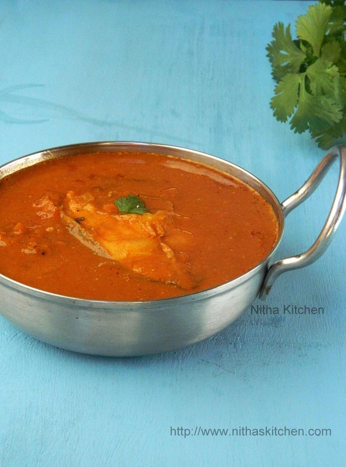 Chettinadu Fish Kuzhambu | Varuthu Araicha Meen Kulambu
