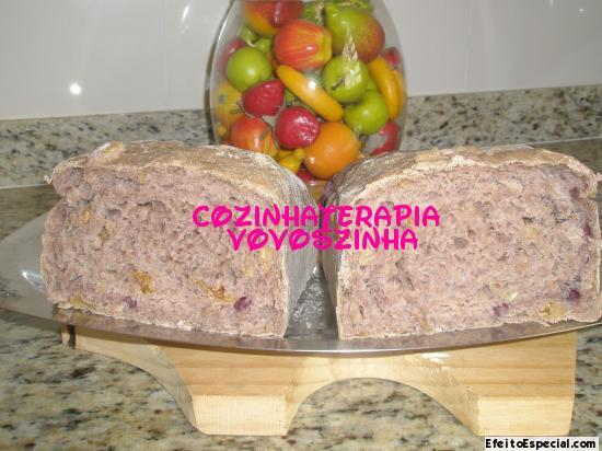 Pão de vinho,nozes e azeitonas pretas