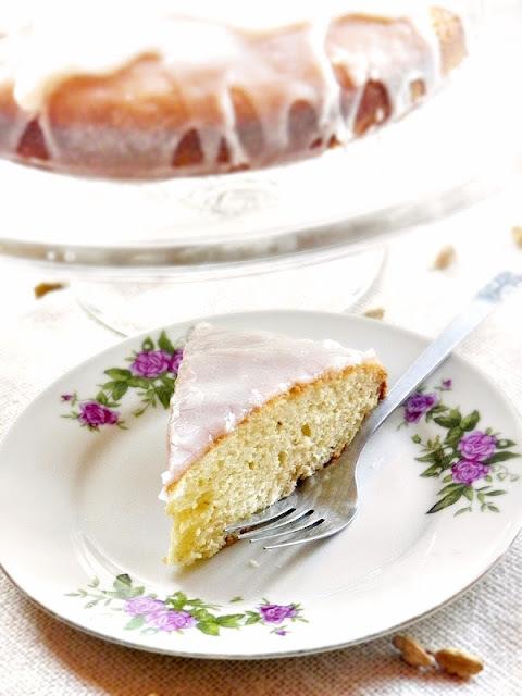 Rachel Allen családi kedvenceiből: kardamomos-tejfölös sütemény