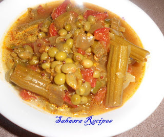 Bottle Gourd Drum Stick Curry/Sorakaya Munakkada Koora