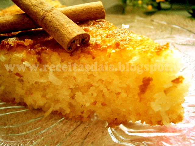 de bolo de macaxeira crua e coco