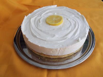Citromhabos almakrémes torta