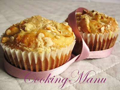 Crumbled Apple Muffins