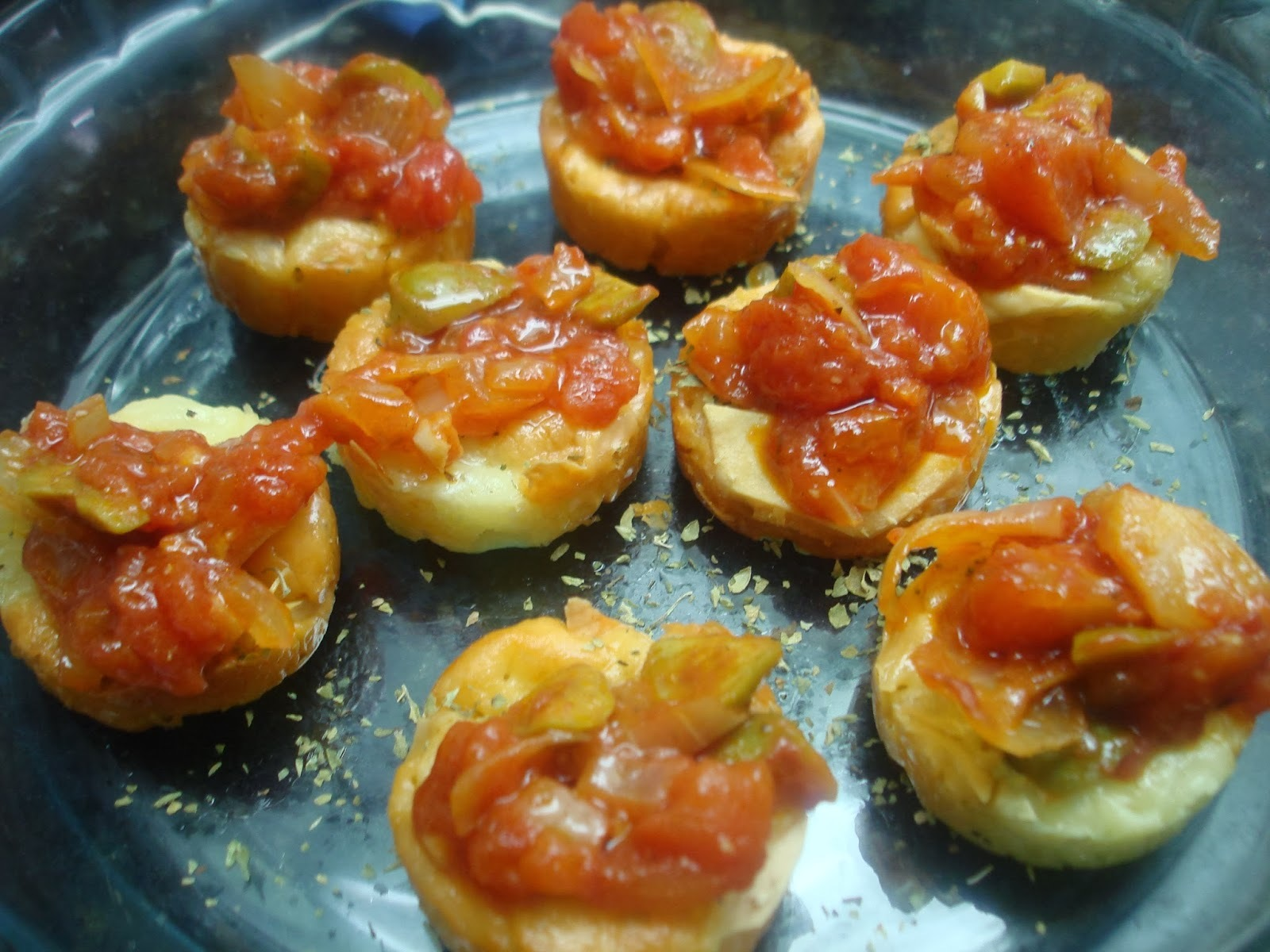 Já experimentou Provoleta Argentina com Azeitona e Tomate? Simples variações e ótimos resultados!