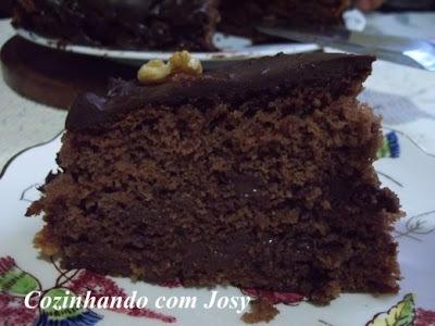 Bolo de Chocolate Trufado com Nozes
