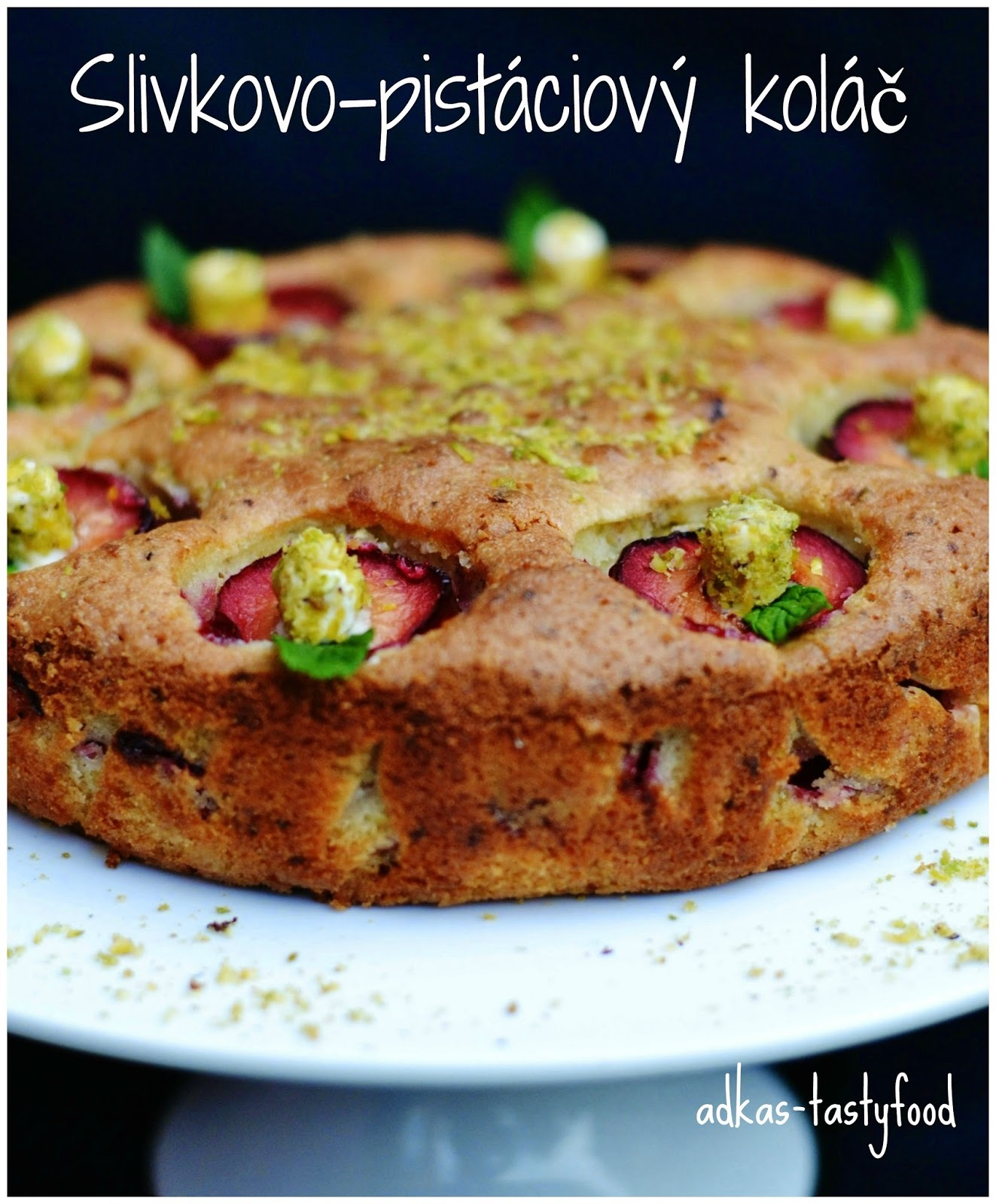 Slivkovo-pistáciový koláč s kardamónovou prichuťou