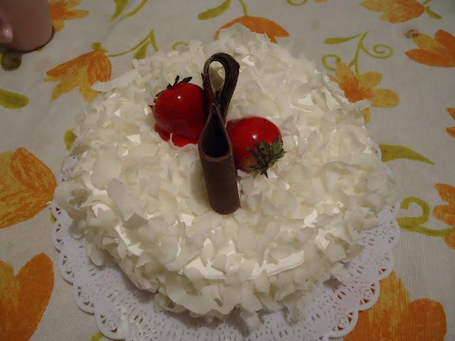 cortar tirar de coco para enfeitar bolo