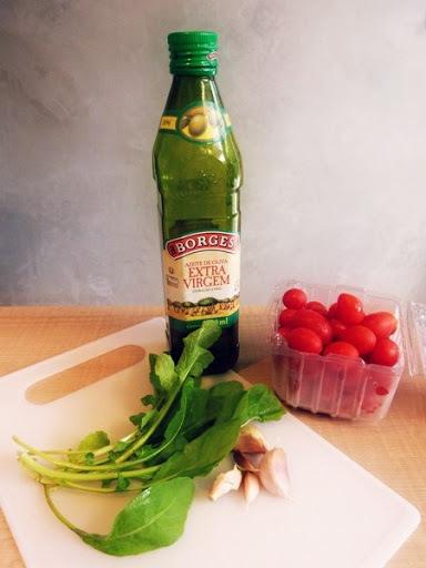 Receita: salada de tomate cereja com pesto de rúcula