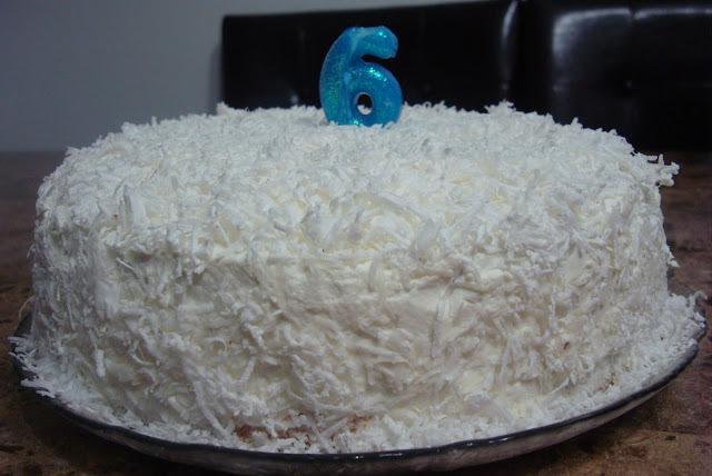 bolo com recheio de pessego simples