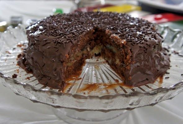 Bolo de Chocolate com Recheio de Coco