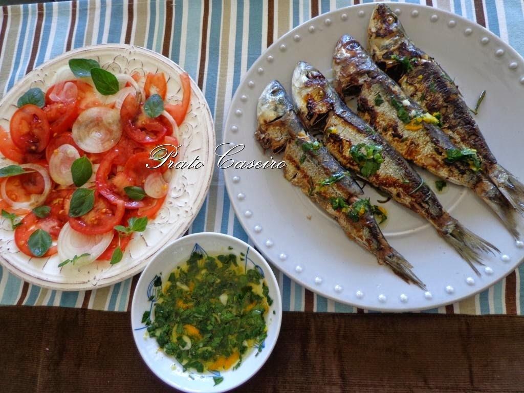 Sardinhas grelhadas com gremolata e salada de tomate com orégaos frescos