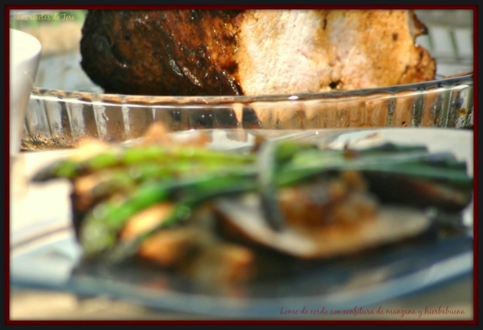 Lomo de cerdo al horno con confitura de manzana y hierbabuena.