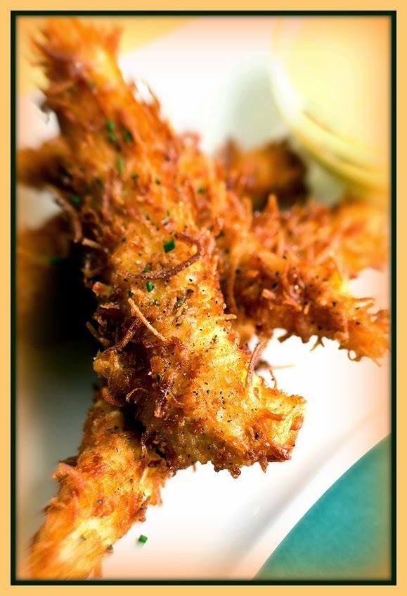 Iscas crocantes de frango com coco