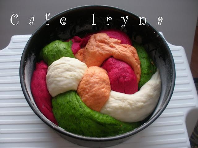 Австралийский овощной хлеб-радуга на столе!