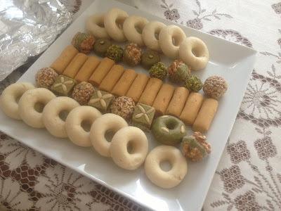 Pâtisserie maghrébine : Anneaux d'amandes appelés aussi kâak warka (كعك الورقة)