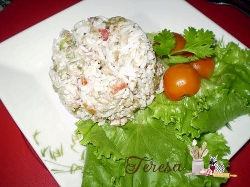 Sobras de arroz? Faça uma Salada de Arroz com Sardinha