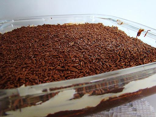 Torta de bolachinha com chantilly e ganache