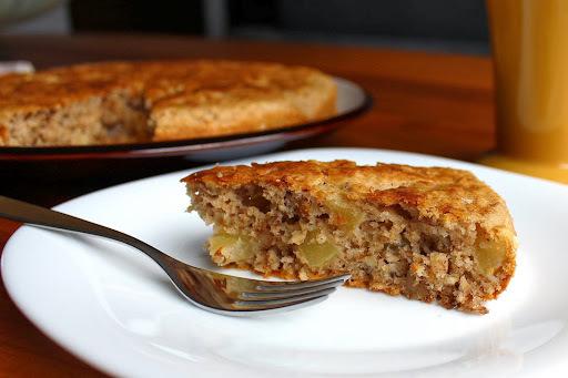 bolo de maçã com nozes canela e açucar mascavo