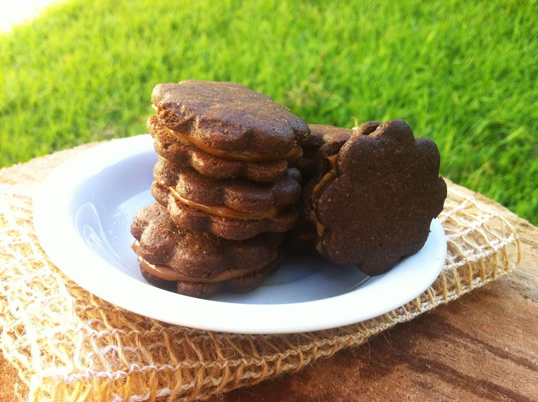Cookies de Chocolate Recheados com Doce de Leite