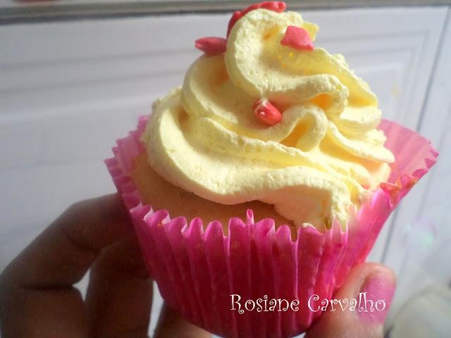 Cupcakes de abacaxi com  recheio de doce de leite