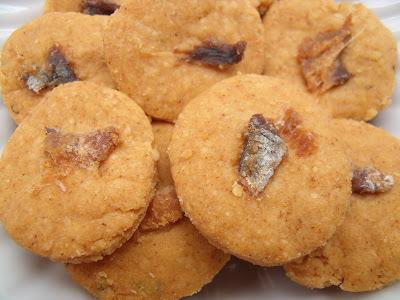 Biscoitos de parmesão, alici e páprica