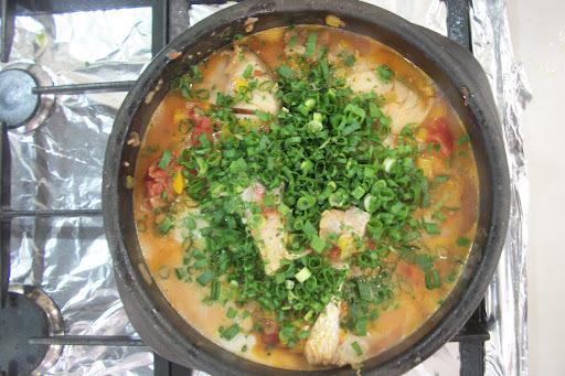 Filé de Peixe com molho de tomate e coco