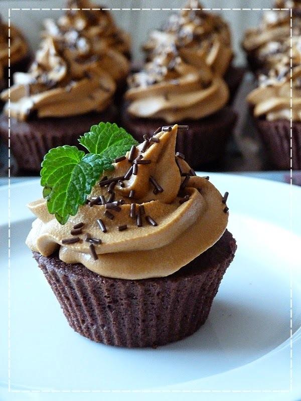 Čokoládové cupcakes s karamelovým krémem