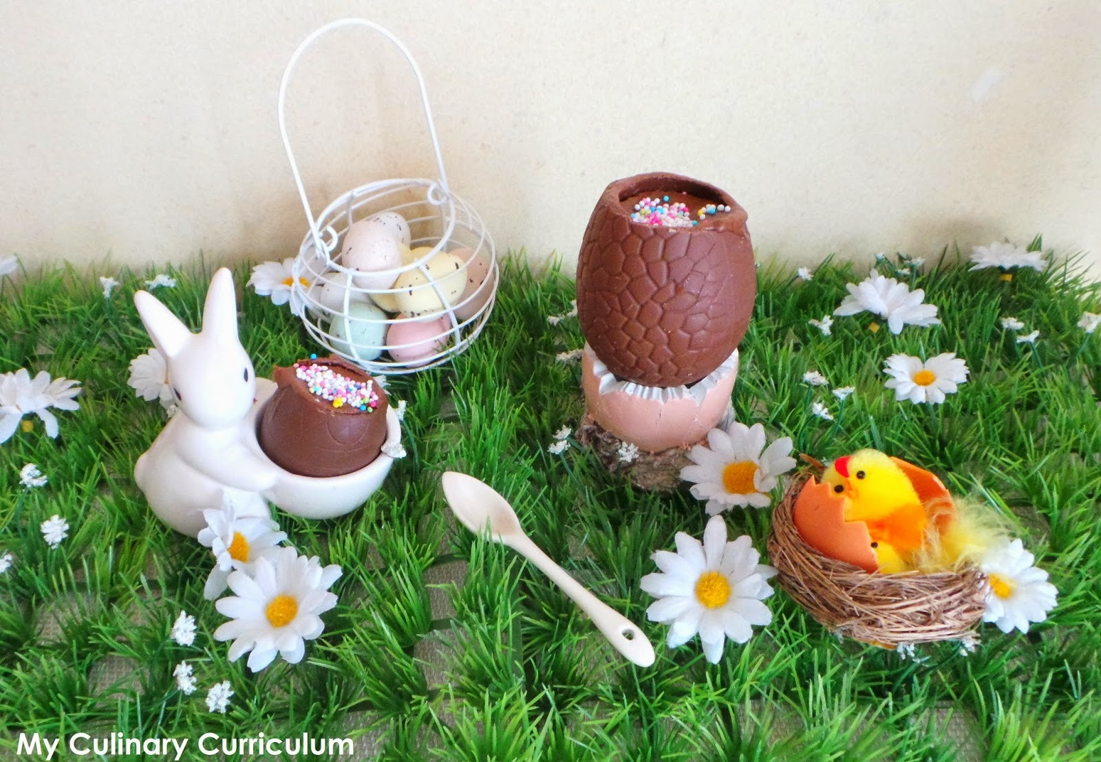 Oeuf de Pâques à la mousse au chocolat (recette facile) (Easter egg with chocolate mousse (easy recipe))